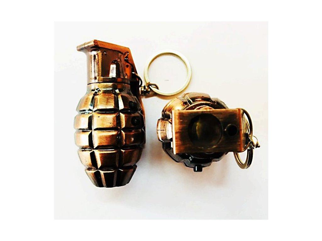 privesek granat velky