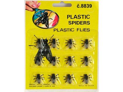 moucha plastova