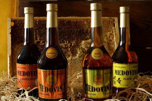 Medovina aneb nápoj z dutin baobabů