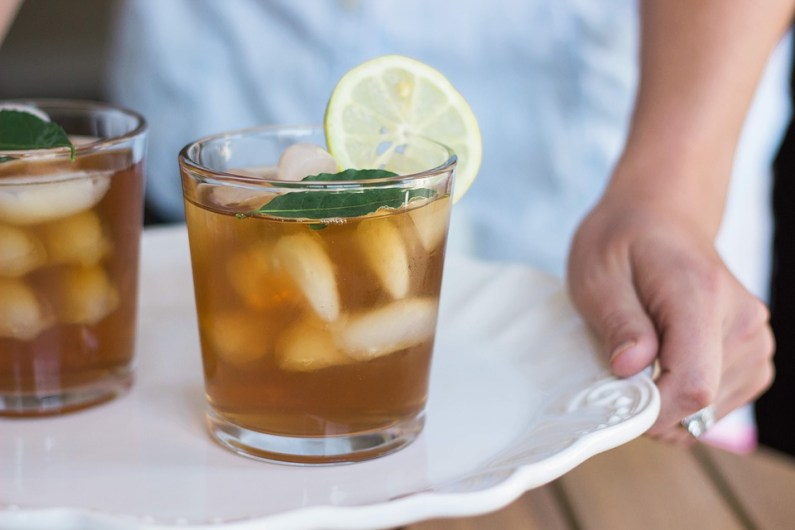 V létě vyměňte horký čaj za ledový