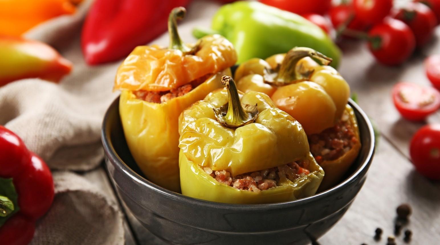 Zapečené papriky plněné jahelnou nádivkou