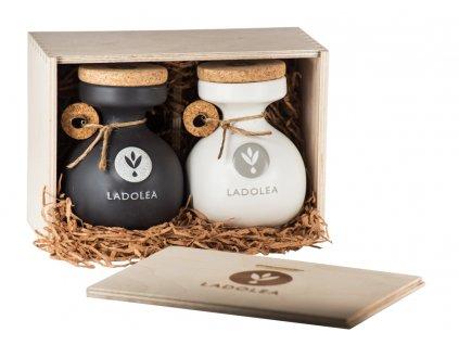 Dřevěný dárkový box s BIO extra panenským olivovým olejem Patrinia a extra panenským olivovým olejem Megaritiki 400ml Ladolea