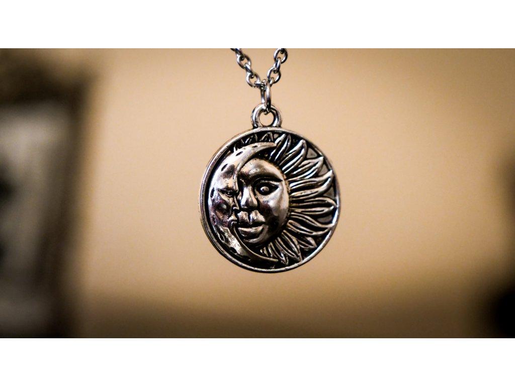 mesic slunce, magicky symbol rovnovahy