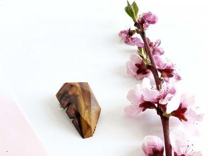 Dřevěná brož z olivy