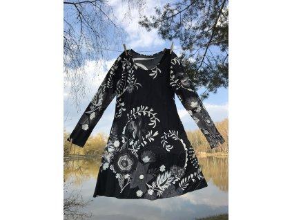 Šaty krátké s dlouhým rukávem bíločerné květované
