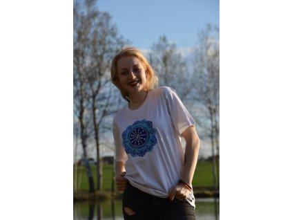 Tričko bílé s výšivkou modro-tyrkysové mandaly
