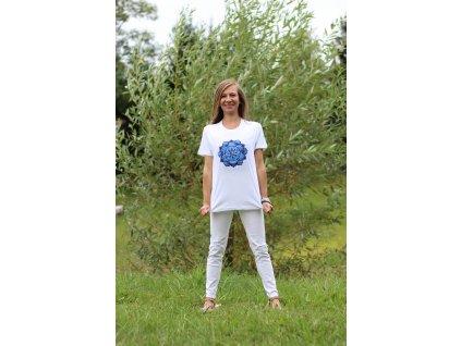 Tričko bílé s výšivkou modré mandaly