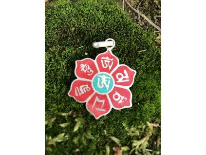 Přívěsek květ OMPH na červeném poli a znakem Om