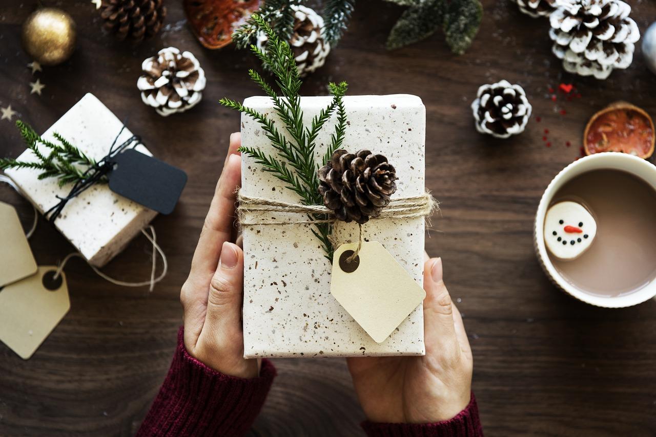 Tipy na originální dárky k Vánocům. Trička s potiskem potěší vždy