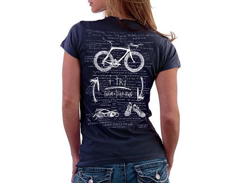 Léto skončilo, ale dámských triček s potiskem není nikdy dost
