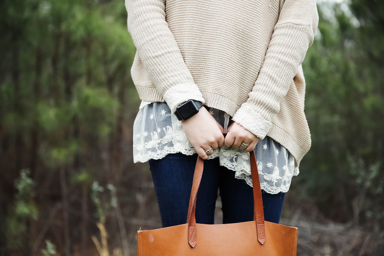 Kabelka – módní doplněk, bez kterého žádný outfit nebude dotažený