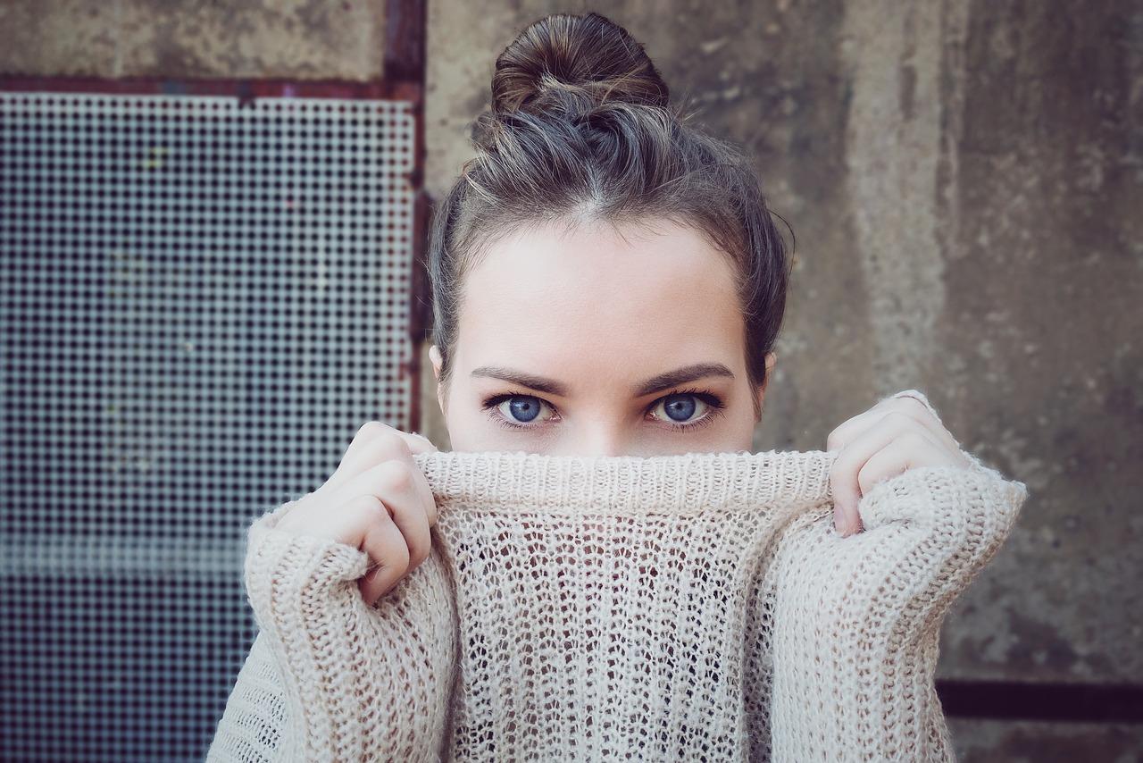 Roláky zahřejí i sluší. Elegantní módní doplněk nejen na zimu
