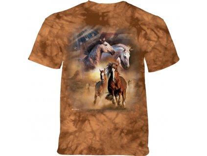 Hnědé tričko a koně v běhu