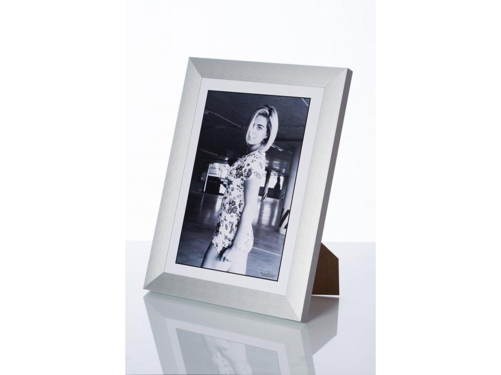 hliníkový rám na foto