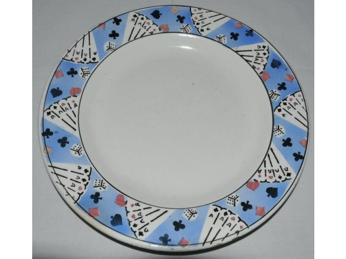 ozdobný talíř Kravsko s motivem karet