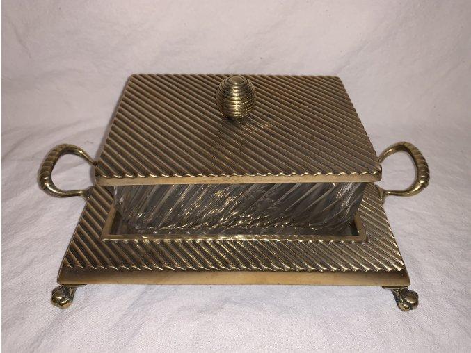 skleněná dóza v montáži z obecného kovu
