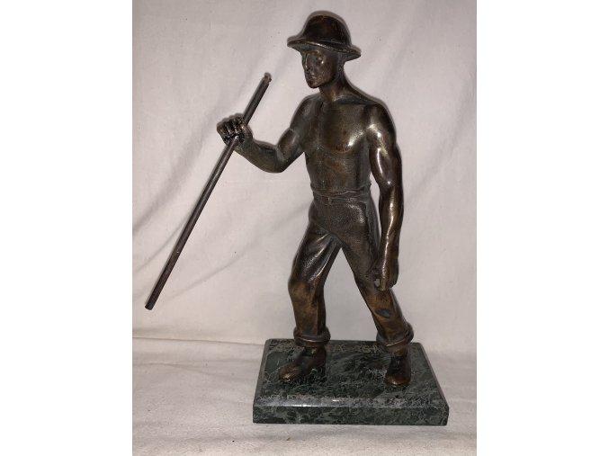 bronzová plastika slévač - huťař