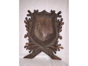 vyřezávaná dřevěná podložka