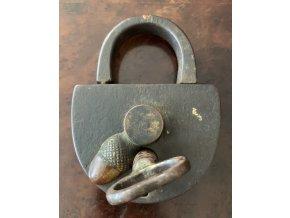 """kovaný zámek """"kladka"""", 19. století"""
