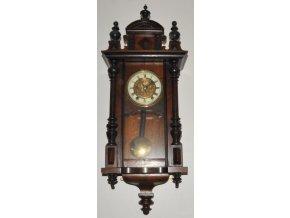 nástěnné pérové hodiny