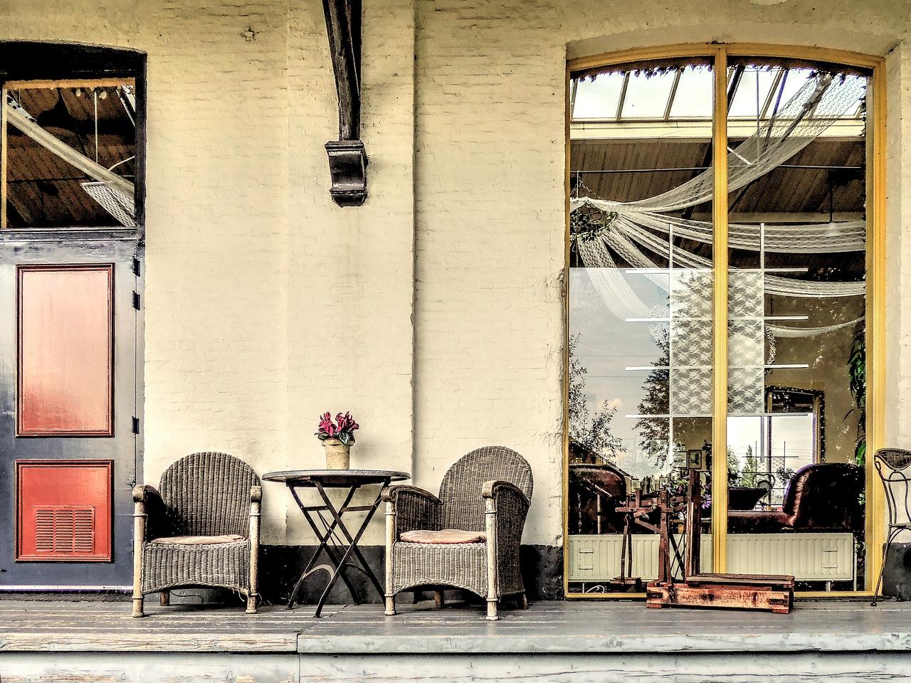 S ratanovým nábytkom si leto užijete aj na balkóne
