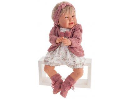 Realistická bábika na stoličke