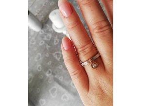 ocelový prstýnek s mušlovinou