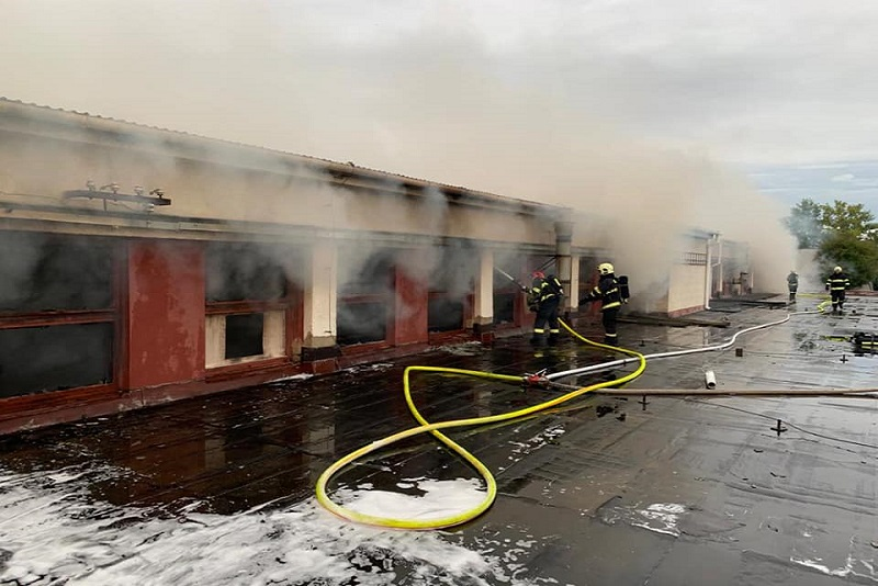 V Trnave opäť horelo. Požiar predajne a skladu sedačiek spôsobil škodu za pol milióna
