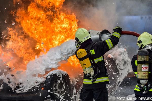 Dobrovoľní hasiči pomáhajú profesionálom približne pri každom šiestom zásahu