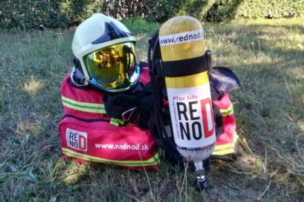 Ako hasič v plnej výstroji vybehol na skokanský mostík v Tatrách