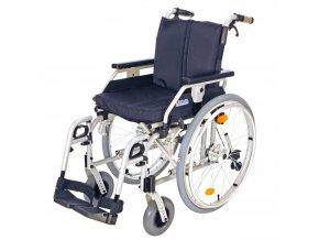 Invalidní vozík s brzdami
