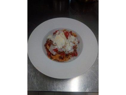 Těstoviny tagliatelle Amatriciana s pancettou, čerstvými tomaty a sýrem parmazán