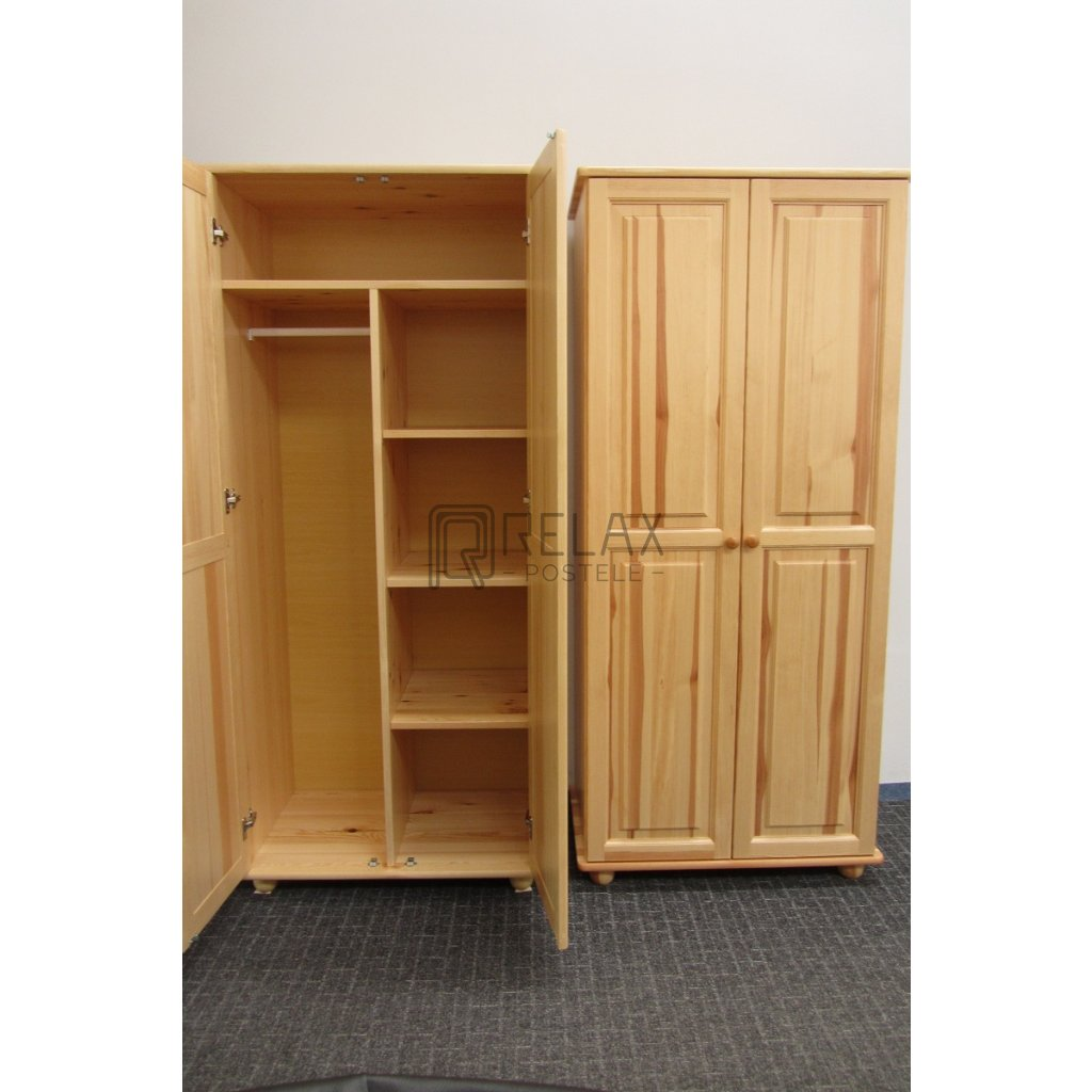 Šatní skříň 2 - masiv borovice AKCE do vyprodání zásob