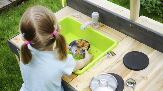 cooking-with-whatever-nature-has-to-offer-in-an-outdoor-play-kitchen1