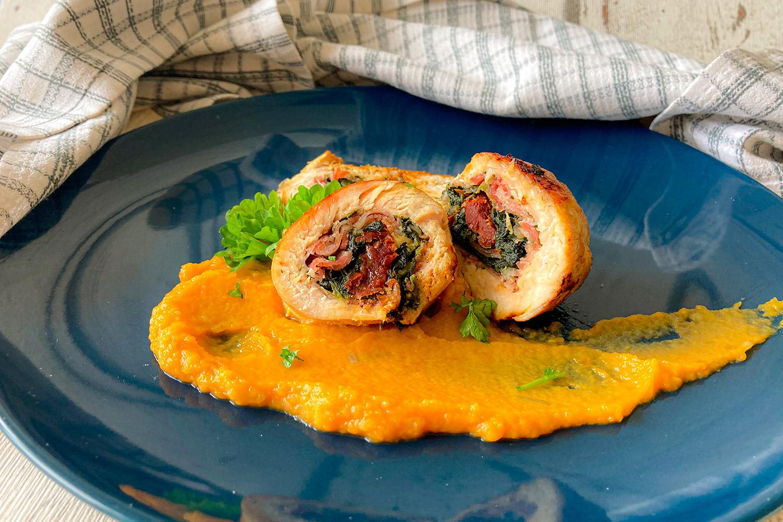 Kuracia roláda s Pancettou, špenátom a batatovým krémom