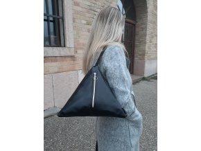 Trianglová kabelka na rameno