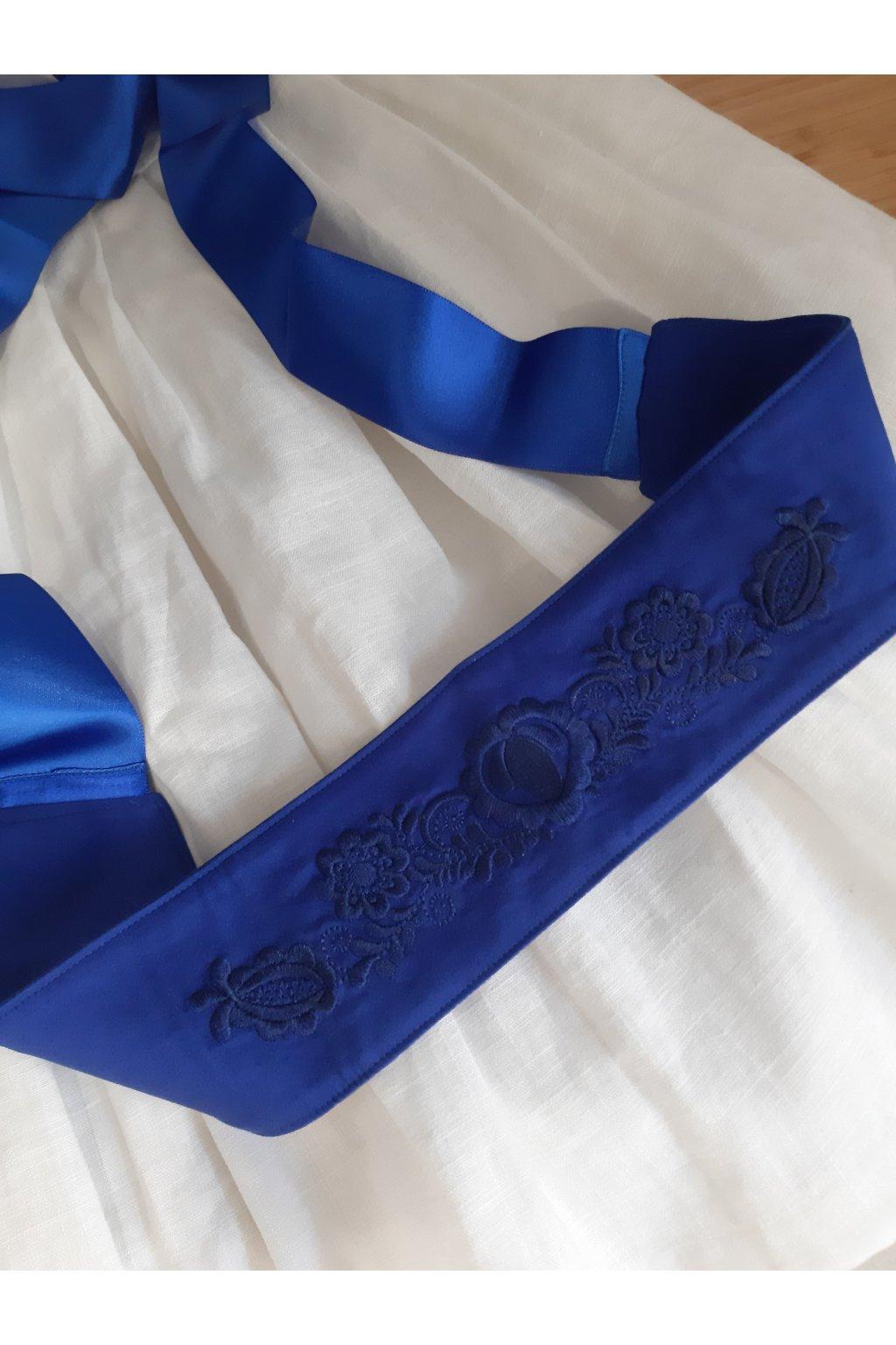 Královsky modrý vyšívaný pásek Srdce a květiny s tmavě modrou výšivkou