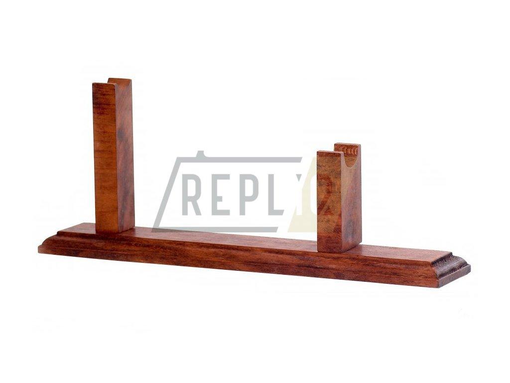 Dřevěný stojan na revolvery