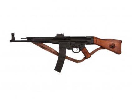 Útočná puška Sturmgewehr 44 s páskem