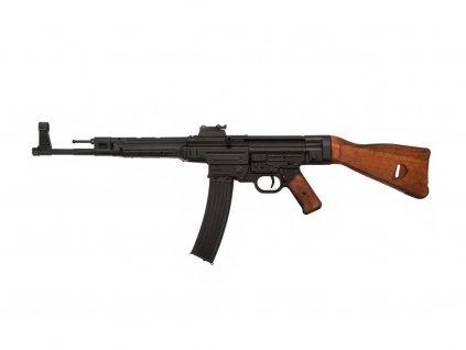 Útočná puška Sturmgewehr 44 bez popruhu