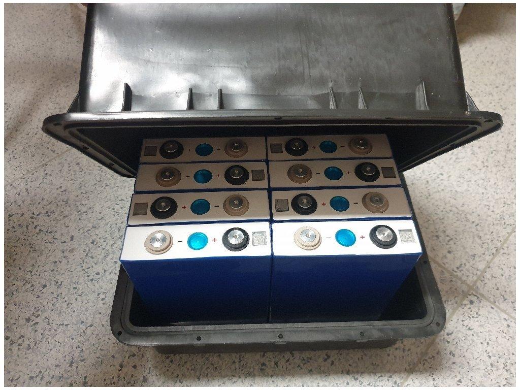 Baterie LiFePO4 24V 105Ah s Bluetooth BMS