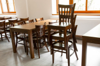 Stohovatelné celodřevěné židle do kulturního sálu   Ressed
