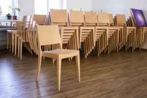 Lehké a odolné židle do obecních domů   Ressed