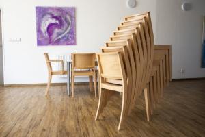 Moderní stohovatelné židle do kulturního domu   Ressed