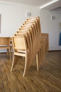 Stohovatelná židle do kulturního domu   Ressed