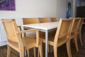 Celodřevěné židle do obecních domů   Ressed
