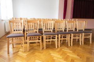 Židle do obecního domu Medlovice pro plesy a akce   Ressed