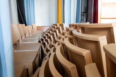 Stohovatelné židle v obci Chotěbuz | Ressed