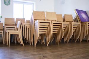 Obec Kašnice vybavila svůj kulturní sál židlemi | Ressed