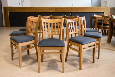 Odolné židle s čalouněným sedákem do moderních prostorů | Ressed